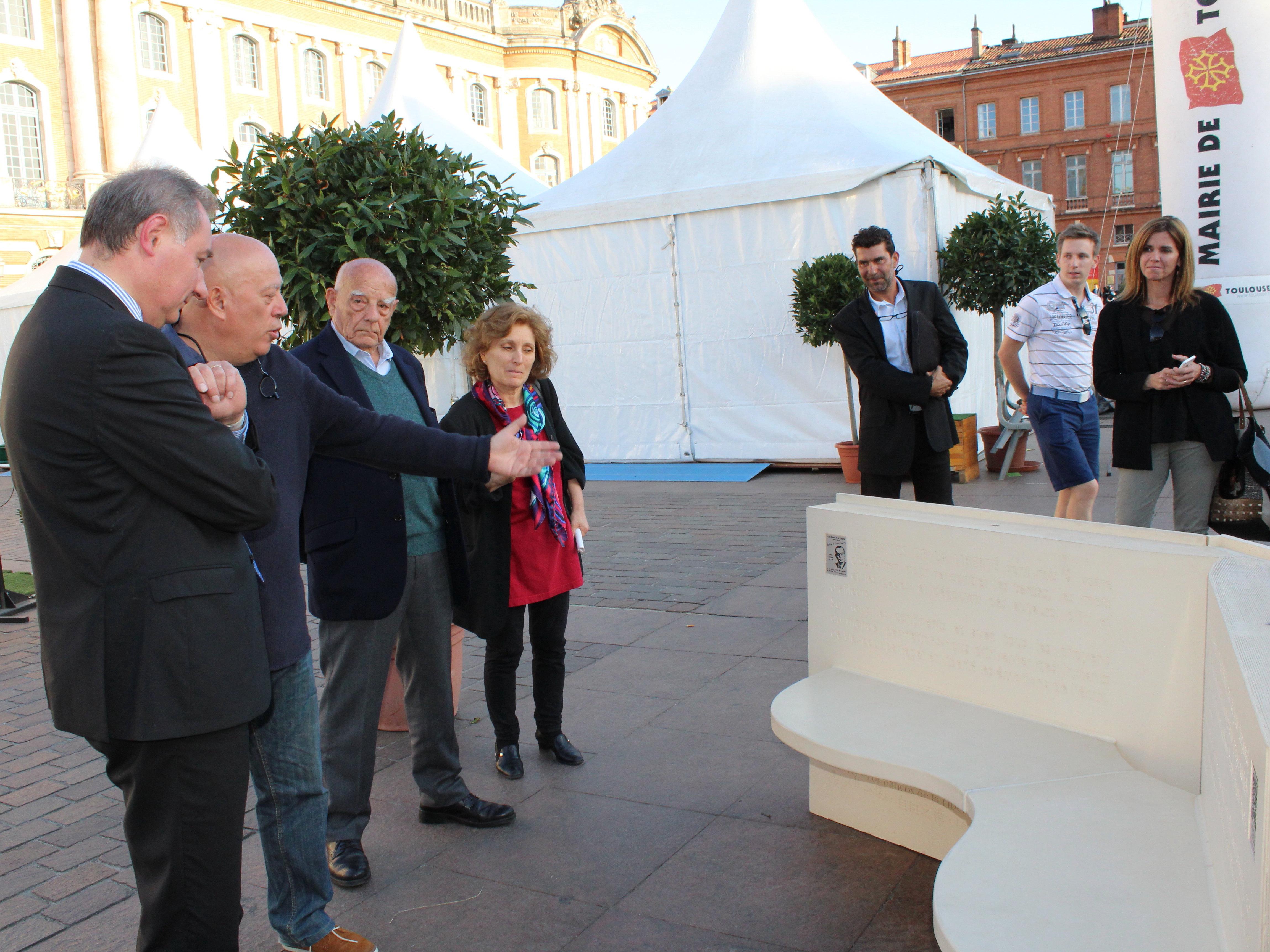 Première présentation publique d'un Banc de la Liberté à Toulouse